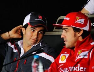 Sergio Pérez, na época na Sauber, e Fernando Alonso, na coletiva do GP da China de 2012 (Foto: Getty Images)