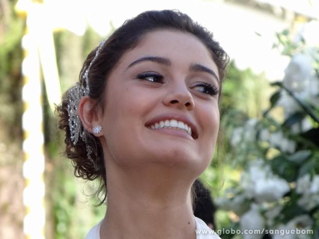 Amora optou por maquiagem minimalista em casamento (Foto: Sangue Bom/TV Globo)