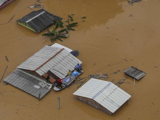 Imagem de Brasiléia neste domingo mostra cidade submersa (Foto: Gleilson Miranda/Secom Acre)