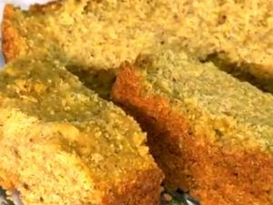 Bolo de milho com calda de canela e cravo  (Foto: Reprodução/TV Gazeta)