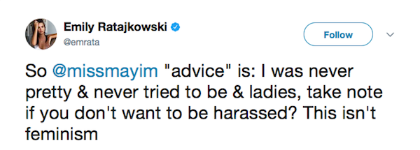 A crítica feita pela modelo Emily Ratajkowski ao texto de Mayim Bialik (Foto: Twitter)