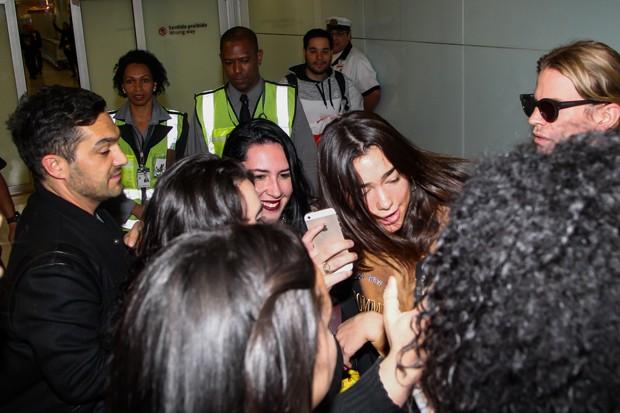 Dua Lipa desembarca em São Paulo (Foto: Manuela Scarpa/Brazil News)