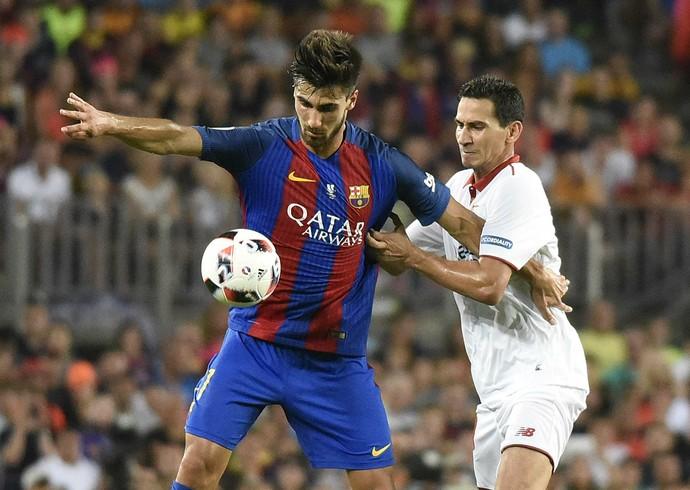 Ganso marca André Gomes, do Barcelona, em seu início no Sevilla (Foto: Site oficial do Sevilla)