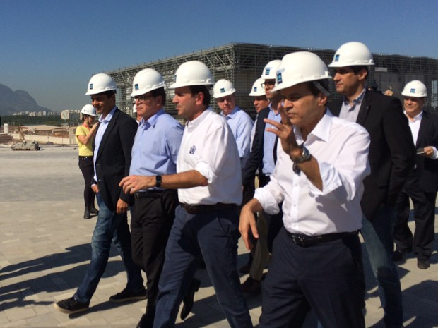 Ministro do Turismo, Henrique Eduardo Alves visita obras olímpicas na companhia do prefeito do Rio, Eduardo Paes (Foto: Marcelo Elizardo/G1)