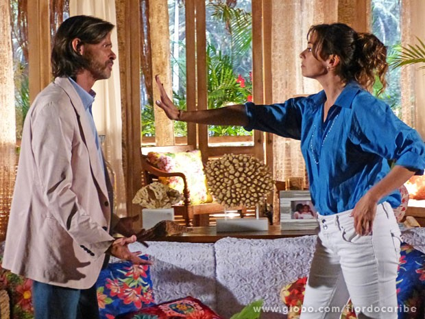 Natália acaba com as esperanças de Reinaldo  (Foto: Flor do Caribe / TV Globo)