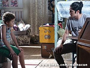 Pedro confronta Antônio sobre a foto de Ben que ele tem no celular (Foto: Malhação / TV Globo)