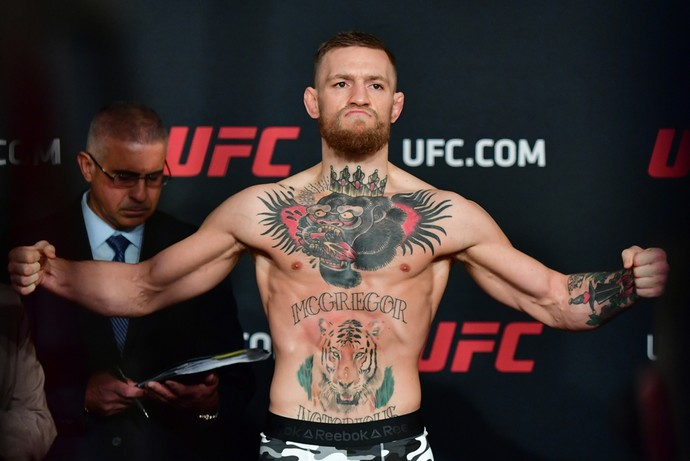 Conor McGregor tomada oficial de peso UFC 205 (Foto: Jason Silva)
