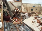 Parede de barracão desaba e cai em casa com mãe e criança em Paulicéia