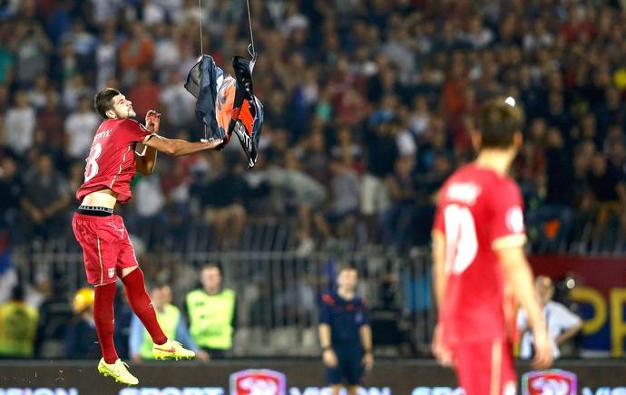 Stefan Mitrovic, Servia X Albânia (Foto: Agência Reuters)
