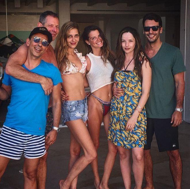 Ana Beatriz Barros com Jeisa e amigos (Foto: Reprodução/Instagram)