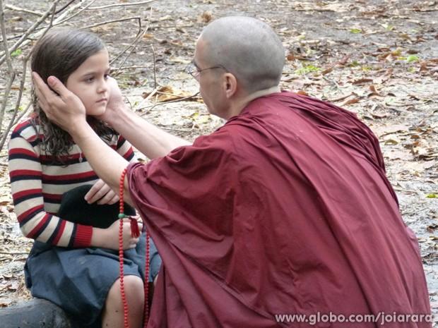 Finalmente! Depois de muito procurar, Sonan encontra Pérola (Foto: Fábio Rocha/TV Globo)