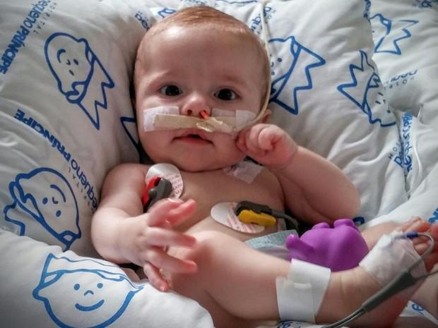 Miocardiopatia dilatada foi diagnosticada quando a bebê tinha dois meses (Foto: Paula Heidy/Arquivo pessoal)