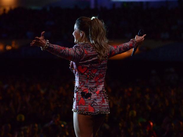A estampa do blazer foi feita exclusivamente para a cantora e para o show do Festival de Verão (Foto: Raphael Dias/Gshow)