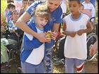 Com ajuda de alunos de Rio Preto, Polícia Ambiental solta 120 pássaros