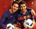 Messi e Suárez tiram foto com as bolas do jogo após goleada sobre o Valencia
