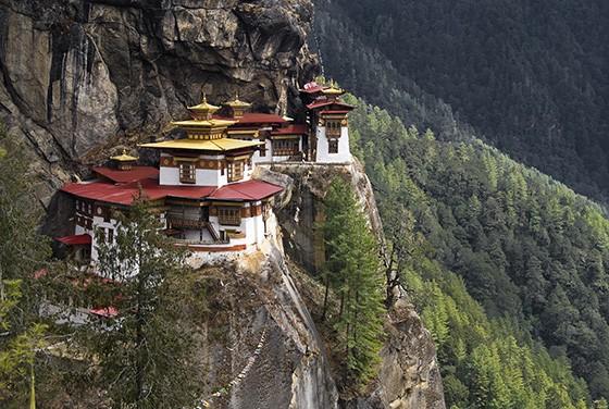 O Ninho do Tigre, um monastério budista, só pode ser alcançado por uma trilha que tem 900 metros de desnível (Foto: © Haroldo Castro/ÉPOCA)