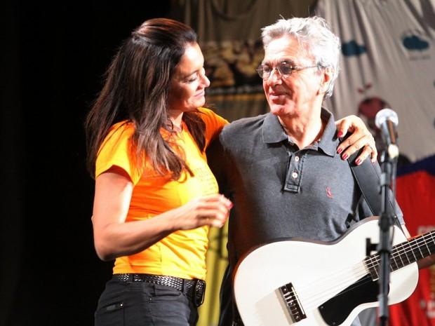 Dira Paes e Caetano Veloso em evento no Rio (Foto: Anderson Borde/ Ag. News)