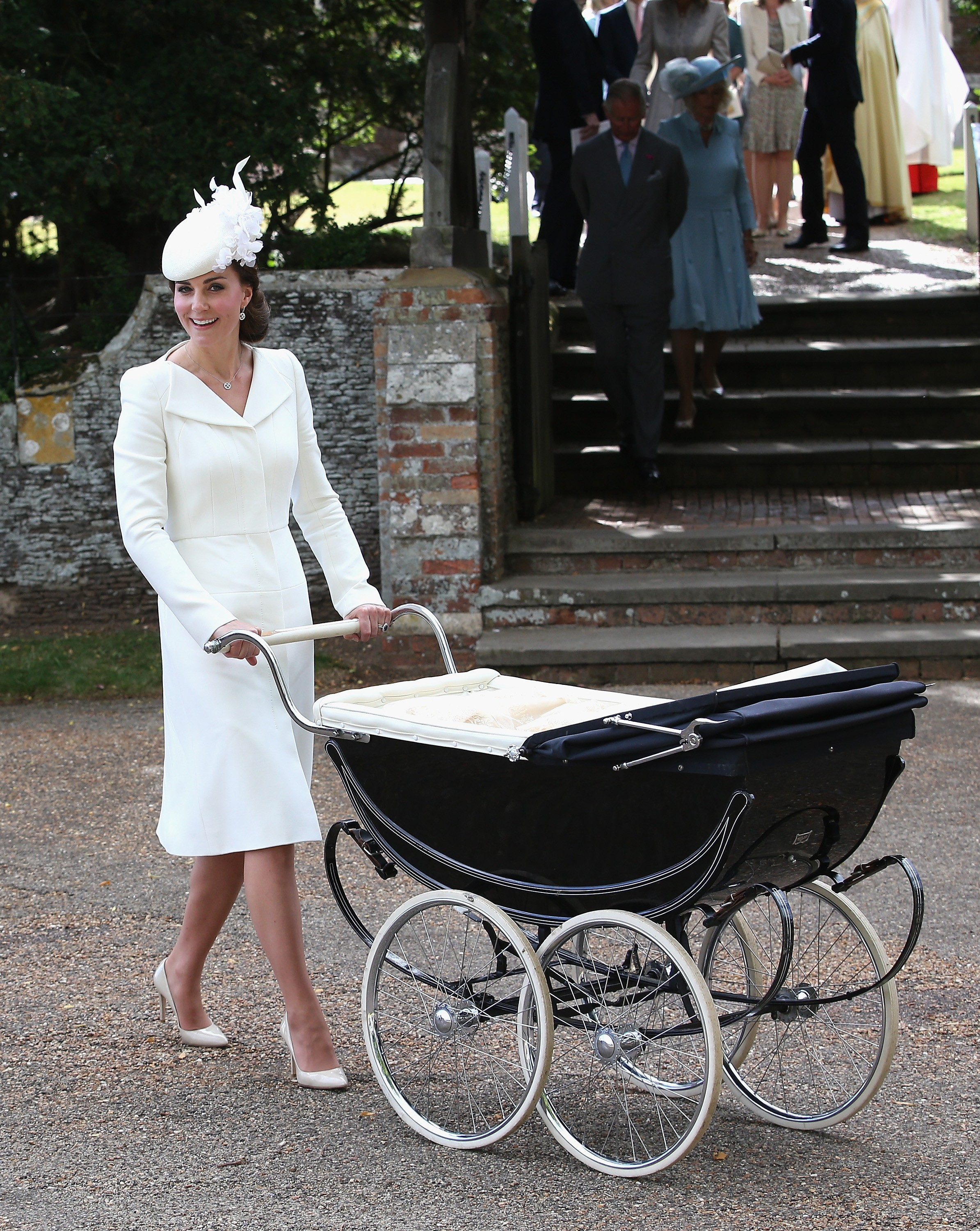 Kate Middleton no batizado da pequena Charlotte: scarpin branco (Foto: Getty Images)