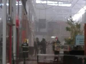 Princípio de incêndio no Shopping Uberaba (Foto: Eduardo Idaló/ G1)