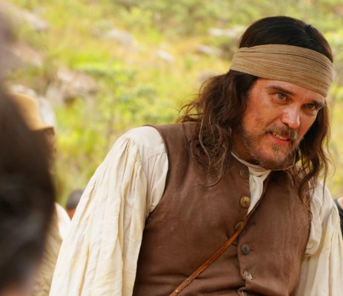 Dalton Vigh, caracterizado como Raposo, durante a gravação em Minas Gerais (Foto: Alessandra Albuquerque/Gshow)