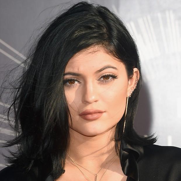 Muitas vezes Bocão de Kylie Jenner é, na verdade, truque de maquiagem - Quem  DP02