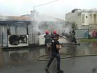 Ônibus pega fogo com passageiros dentro; todos saem ilesos