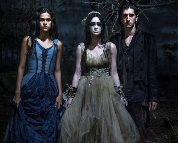 Lena, Malvina e Gabriel se encontram em último episódio (Foto: Renato Rocha Miranda / TV Globo)