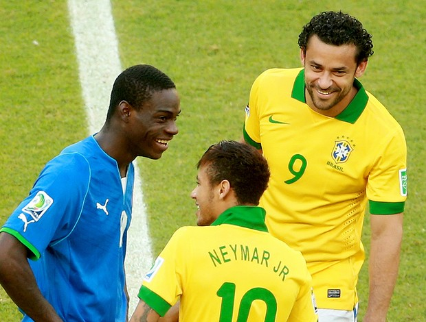 Balotelli sorridente Fred  (Foto: Getty Images)