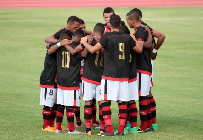 Jogadores do Moto reunidos no Castelão em jogo pela Série D do Campeonato Brasileiro (Foto: Biaman Prado / Jornal O Estado)
