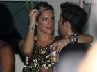 Agarradinhos, Bruno Gagliasso e Giovanna Ewbank assistem a show
