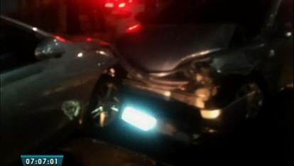 Perseguição termina em acidente e tiroteio na Avenida Santos Dumont