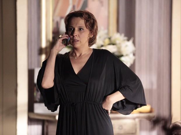 Rachel avisa Helô que Wanda está no mesmo hotel que ela em Istambul (Foto: Salve Jorge/TV Globo)