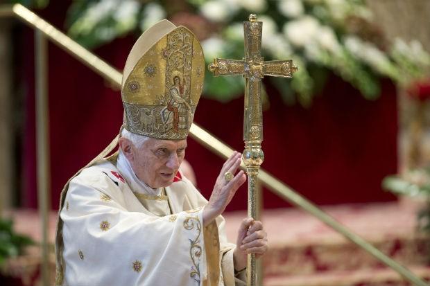 O papa Bento XVI durante missa no Vaticano (Foto: Andrew Medichini/AP)