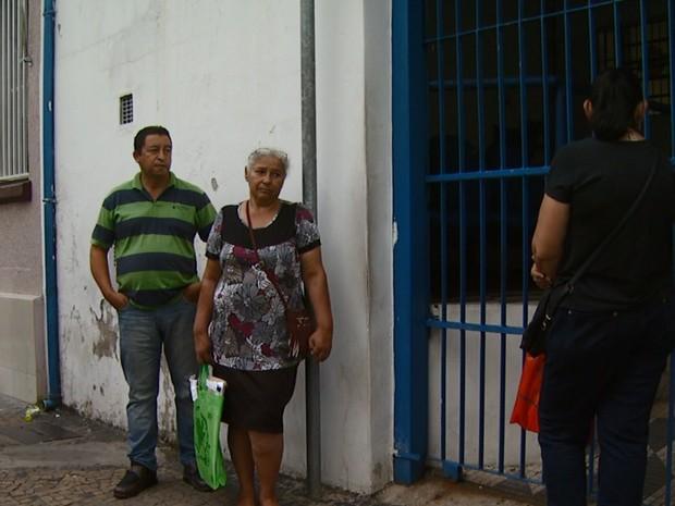 Contribuintes buscam atendimento em agência do INSS (Foto: Reprodução/ EPTV)