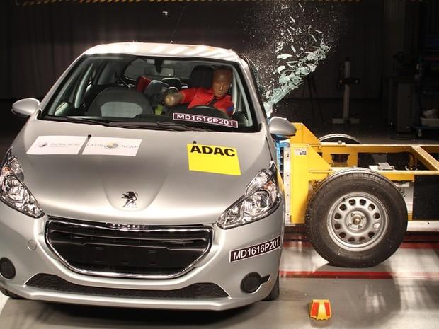 Peugeot 208 perde estrelas por causa de novo teste de impacto lateral (Foto: Divulgação/Latin NCap)