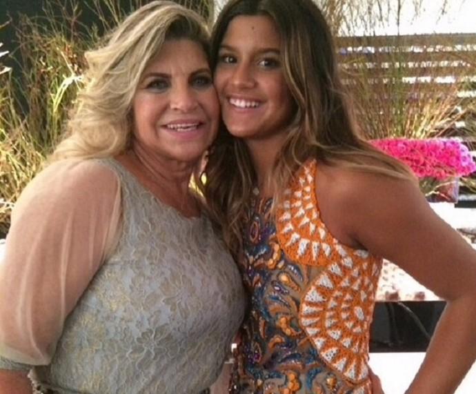 Rachel Costa, mãe de Flávia Alessandra, posa com a neta (Foto: Arquivo Pessoal)