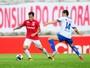 Em jogo para poucos e marcado por protestos, Inter empata com Aimoré