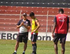 Paulista de Jundiaí - lateral Marcelo e o técnico José Carlos Macena (Foto: Divulgação / Paulista FC)