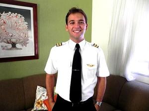 Thyago Santoro tinha 24 anos e foi considerado o melhor aluno do curso de pilotagem (Foto: Arquivo Pessoal)