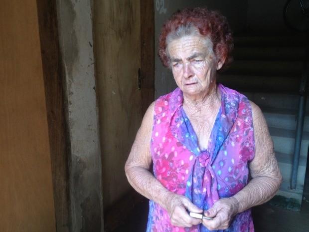 Com 69 anos, Maria Malaquias, diz que se for expulsa terá que morar com o neto na rua (Foto: Larissa Matarésio/G1)