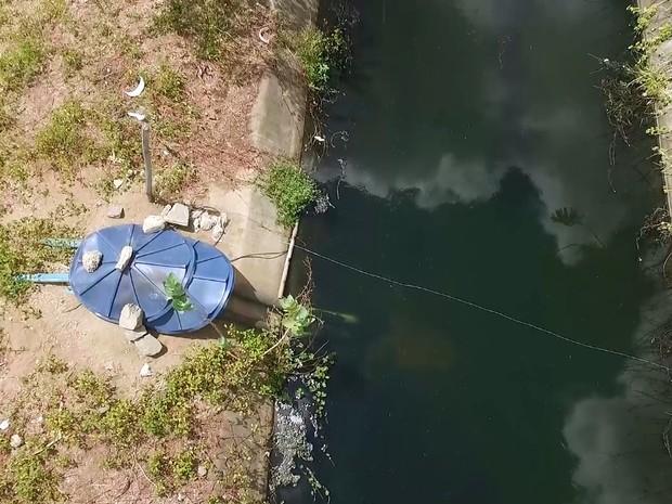 Tribunal de Contas do Estado da Paraíba flagrou canos desviando água do Canal da Redenção (Foto: Divulgação/TCE-PB)
