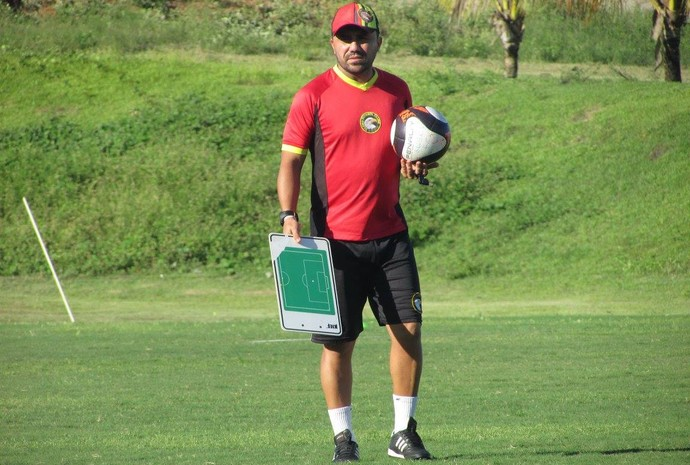 Luizinho Lopes Globo FC (Foto: Rhuan Carlos/Divulgação)