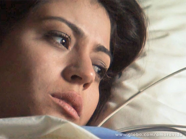 Silvia acorda da anestesia (Foto: Amor à Vida/TV Globo)