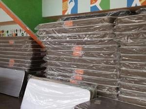 800 colchões são entregues em Lebon Régis (Foto: Defesa Civil/Divulgação)