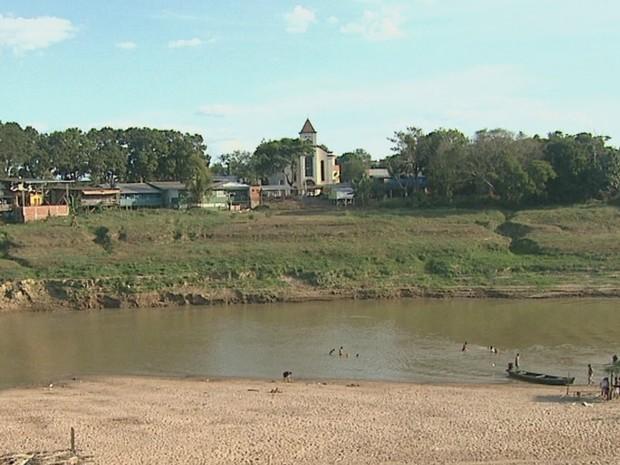 Nível do Rio Acre tem descido aproximadamente um centímetro por dia, segundo Defesa Civil (Foto: Reprodução/Rede Amazônica Acre)
