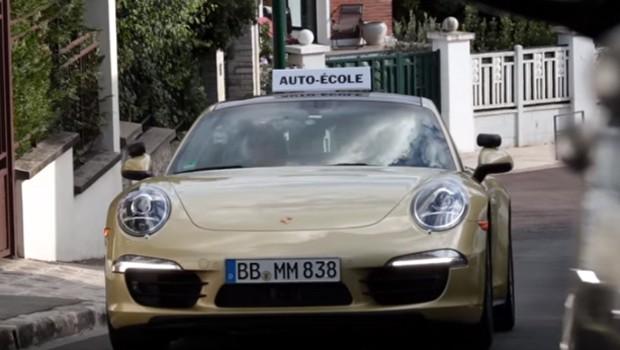 Porsche troca carro de autoescola por 911 (Foto: Reprodução/YouTube)