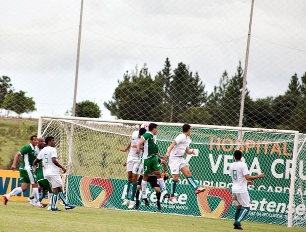 O segundo gol de Márcio Paraíba no amistoso de Nacional-MG e Mamoré (Foto: Leandro Brant)