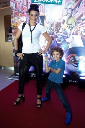 Mylla Christie e o filho (Foto: Brazil News)