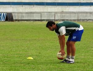 Gilsinho em treino do Taubate (Foto: Arthur Costa)