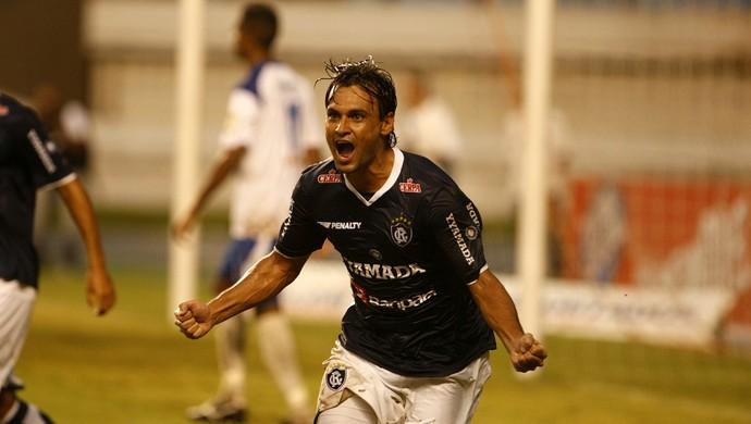 Gian se tornou ídolo da torcida do Remo  (Foto: Marcelo Seabra/O Liberal)